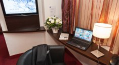 Kyriad Paradis Hotel **** | The Calanques -  Desk in the room